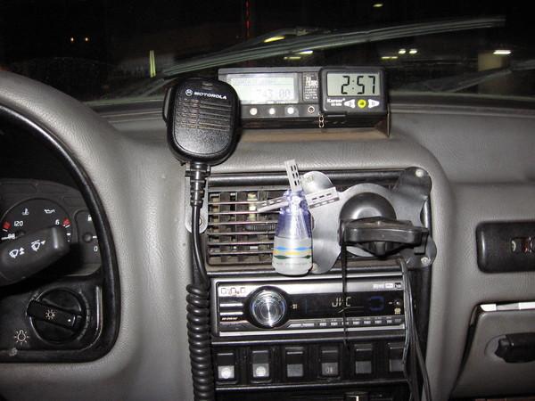 Внутри машины такси